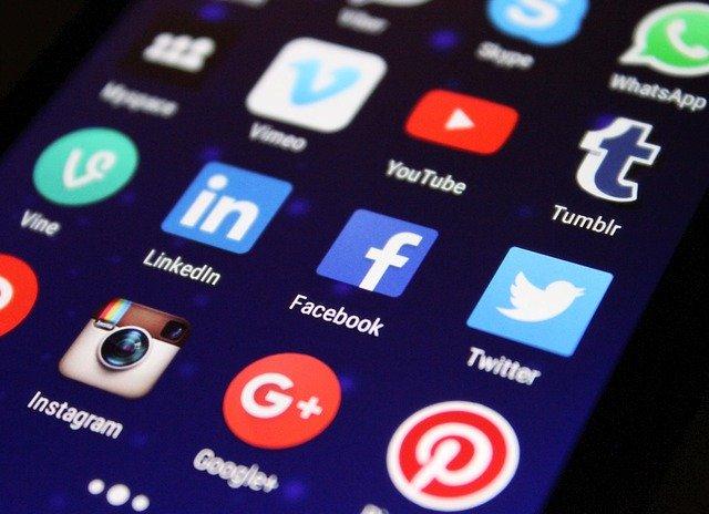 How To: Entrepreneurs Use Social Media