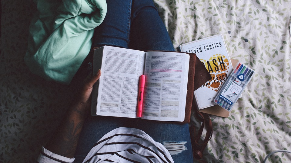 Reading Books_2