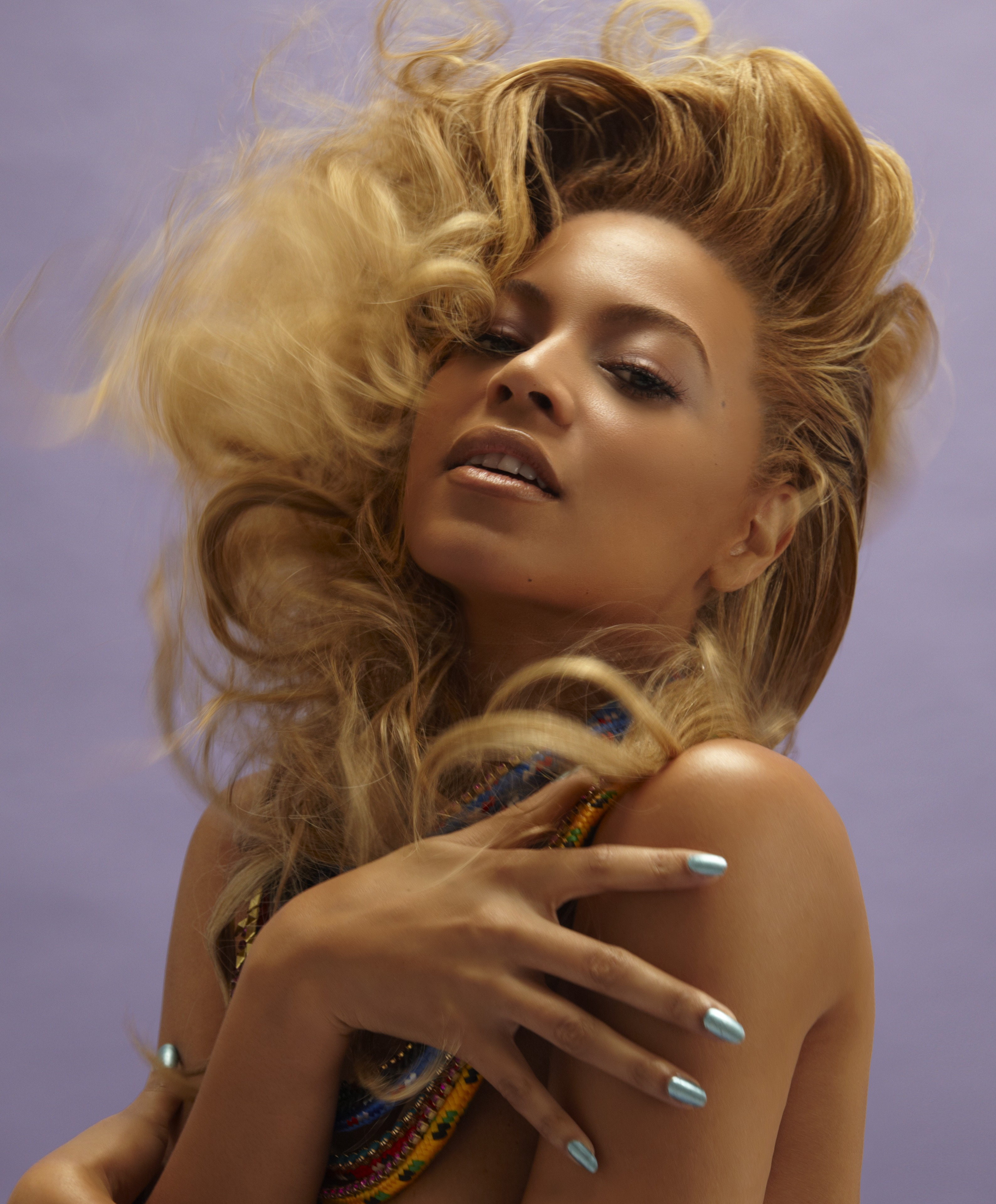 Beyonce_Knowles_with_necklaces