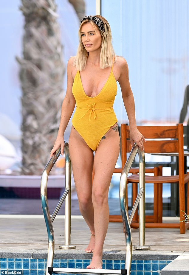 Love Island's Laura Andersons Does It Again